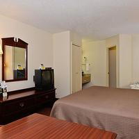 Travelers Inn & Suites - Memphis Guest room
