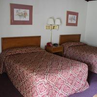 Hometown Inn Staunton Guest room