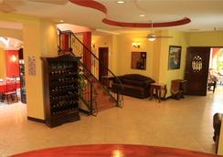 Hotel Le Chateau - 마나과 - 로비