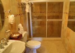 Hotel Le Chateau - 마나과 - 욕실