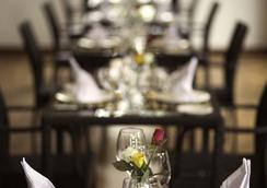 WH 호텔 앤 서비스 아파트먼트 - 양곤 - 레스토랑