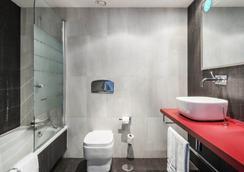 일루니온 스위트 마드리드 호텔 - 마드리드 - 욕실