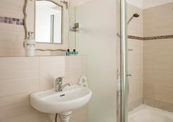센트럴 호텔 - 텔아비브 - 욕실