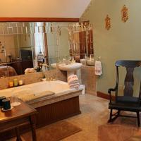 The Harney House Inn Bathroom