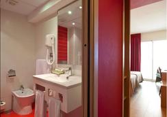 Hotel Benidorm Plaza - 베니도름 - 욕실