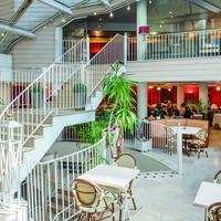 Hotel Saint Sauveur Staircase