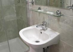 보스턴 마노 호텔 - 런던 - 욕실