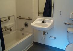 Budgetel Inn & Suites - 버밍햄 - 욕실