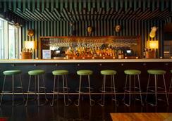 Mccarren Hotel & Pool - 브루클린 - 바