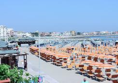 Hotel Maria Serena - 리미니 - 해변