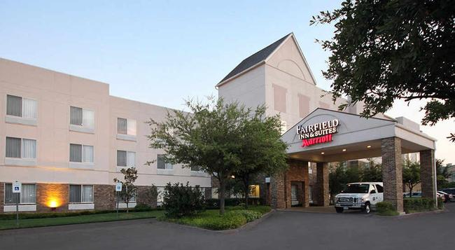 Fairfield Inn and Suites by Marriott Dallas Las Colinas - 어빙 - 건물