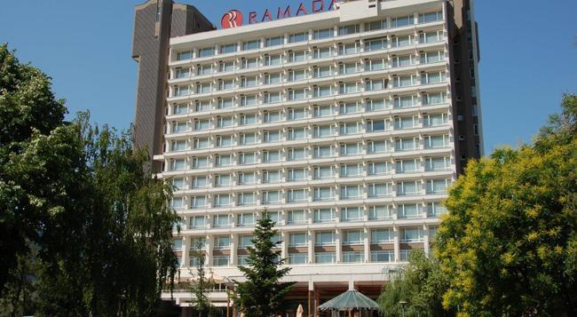 라마다 파크 호텔 - 부쿠레슈티 - 건물