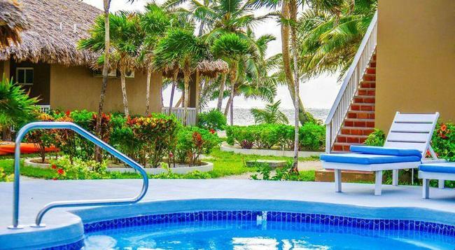 Sapphire Beach Resort - 산페드로 - 수영장