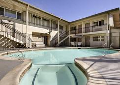 Ramada San Luis Obispo - 샌루이스오비스포 - 수영장