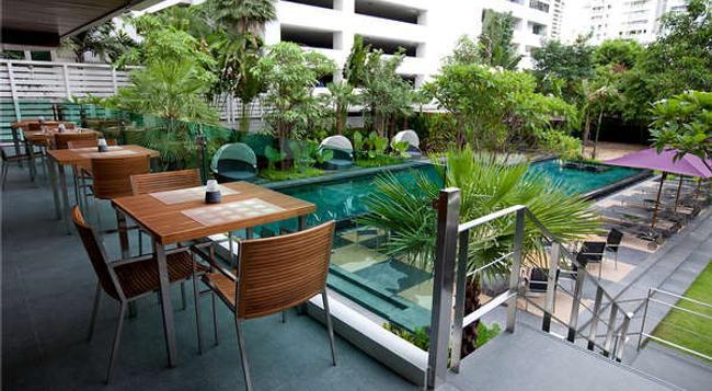 수쿰빗 12 방콕 호텔 앤 스위트 - 방콕 - 수영장
