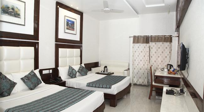 호텔 에메랄드 - Chandigarh - 침실