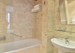 호텔 르누아르 몽파르나스 - 파리 - 욕실