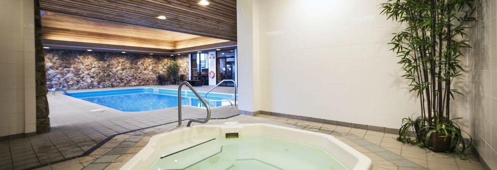 톰슨 호텔 & 컨퍼런스 센터 - Kamloops - 수영장