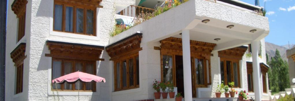 호텔 홀리데이 라다크 - 레 - 건물
