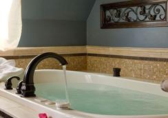 The Kalamazoo House Bed & Breakfast - 캘러머주 - 욕실