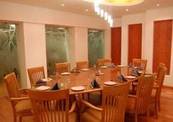 호텔 프리빌리지 인 - 뭄바이 - 레스토랑