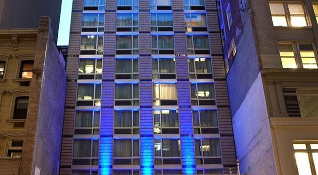 홀리데이 인 익스프레스 - 타임즈 스퀘어 사우스 - 뉴욕 - 건물
