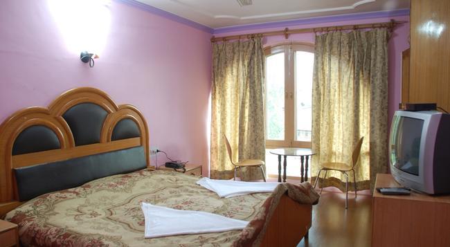 Hotel Shaneel Residency - Srinagar - 침실