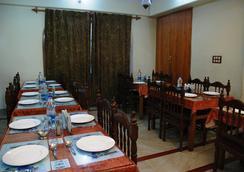 Hotel Shaneel Residency - Srinagar - 레스토랑