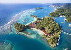 Fantasy Island Beach Resort - 로아탄섬 - 해변
