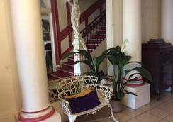 Hotel De La Paix - 리모주 - 로비