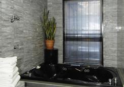 콜로니얼 하우스 인 - 뉴욕 - 욕실