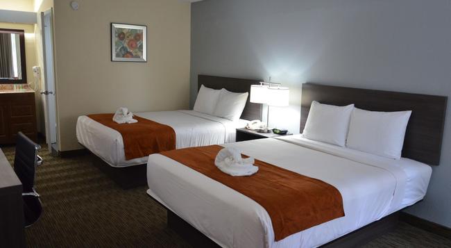 Days Inn & Suites Orlando Airport - 올란도 - 침실