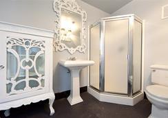 발라드 인 - 시애틀 - 욕실