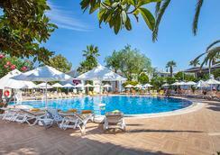 Vera Miramar Resort - 보드룸 - 수영장