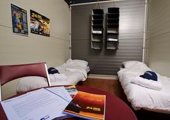쿠베에 호텔 하이츠하우스 베를린 - 베를린 - 침실