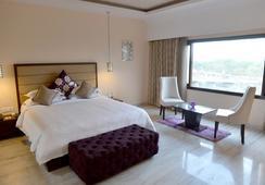 Q 호텔 - 우다이푸르 - 침실