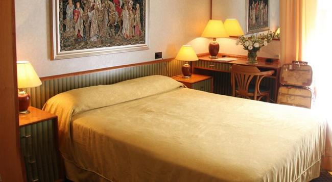 Hotel Marittima - 리미니 - 침실
