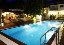 스카이라인 부티크 호텔 - 프놈펜 - 수영장