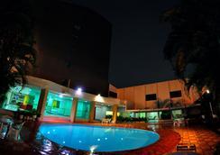 비스 인 호텔 - 고이아니아 - 수영장