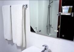 뉴 페닌슐라 호텔 - 두바이 - 욕실