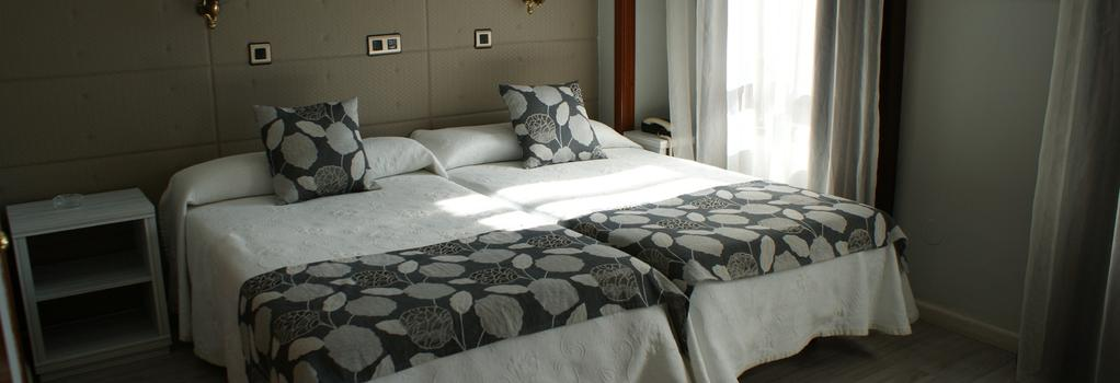 Hotel Los Naranjos - 카세레스 - 침실