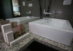 Aranjuez Hotel & Suites - 다비드 - 욕실