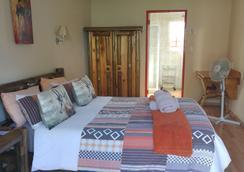 Journey's Inn Africa Guest Lodge - 요하네스버그 - 침실