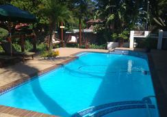 Journey's Inn Africa Guest Lodge - 요하네스버그 - 수영장
