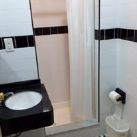 St Marks Hotel Bathroom