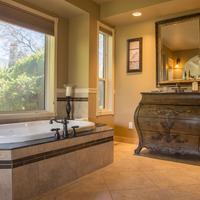 E'Laysa Guesthouse and Vineyard Retreat Bathroom