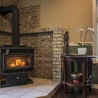 E'Laysa Guesthouse and Vineyard Retreat Fireplace