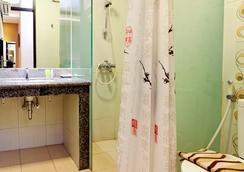 스위트 카리나 호텔 - 반둥 - 욕실