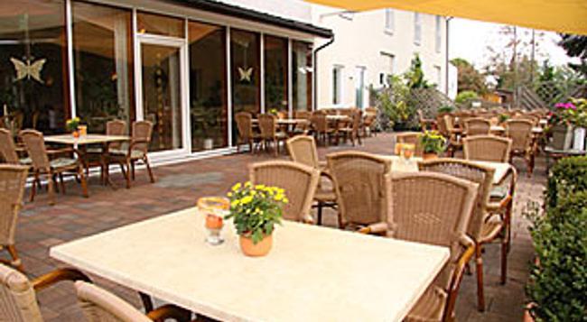 Landhaus Jägerkrug - 파더본 - 레스토랑