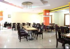Hotel Grand Sandarshini Inn - 하이데라바드 - 레스토랑